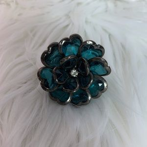 Blue jeweled flower elastic fashion ring